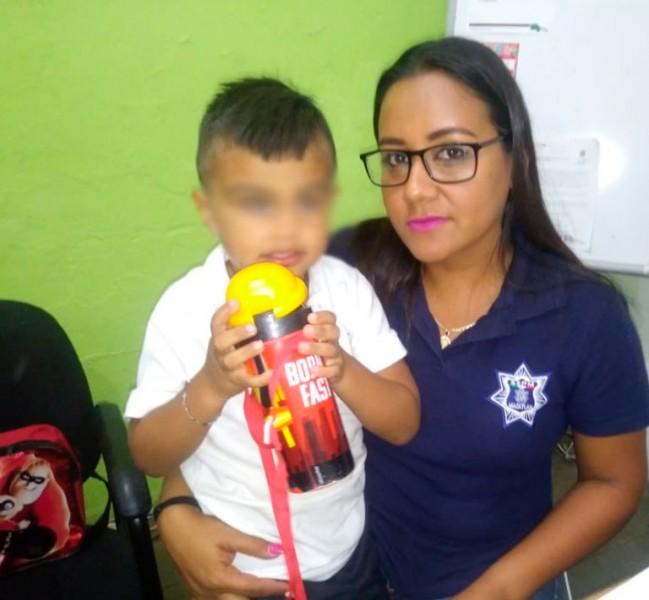 Policía de Mazatlán localiza y entrega a niño extraviado