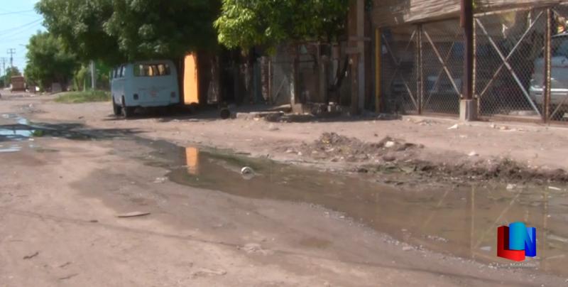 Temen enfermedades por aguas negras en Obregón
