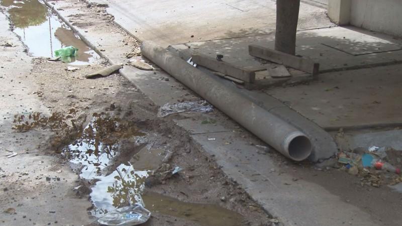 Sin rellenar socavon por arreglos a drenaje