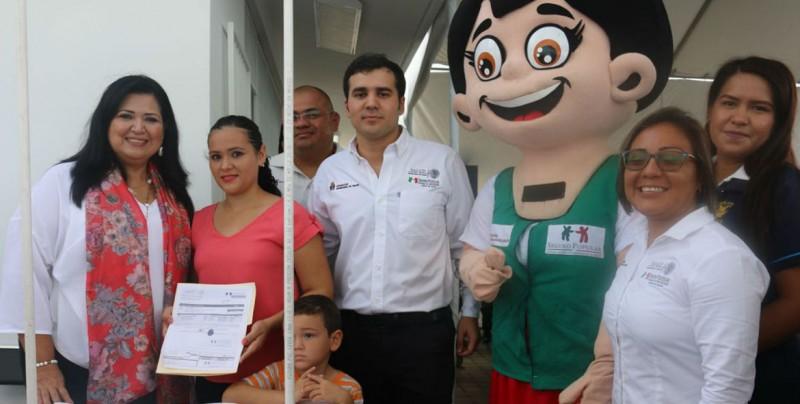 Seguro Popular afilia a alumnos que no cuentan con seguridad social