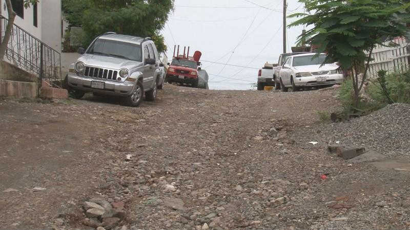 Solicitan pavimento en calles de la colonia Benito Juárez