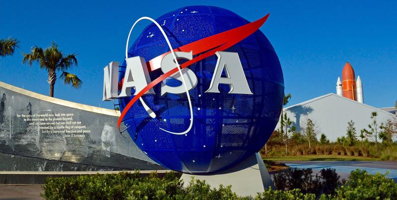 Consigue empleo en la NASA y lo pierde por pelearse en Twitter