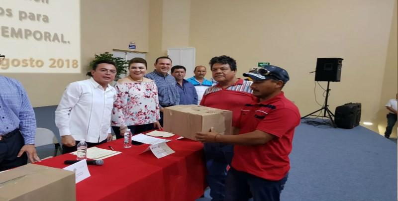 Entregan apoyos de Empleo Temporal Federal a pescadores de Guasave