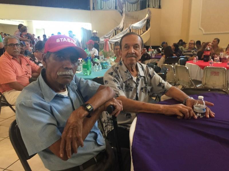 Festeja STASAC a los abuelos