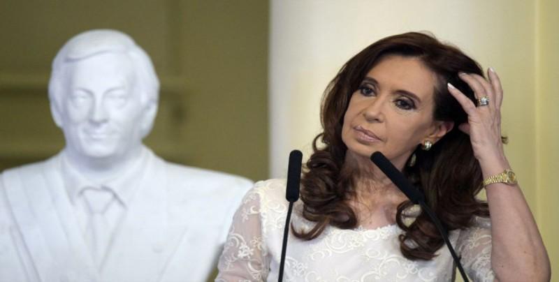 """Cristina Fernández denuncia """"gravísimas irregularidades"""" en caso por sobornos"""