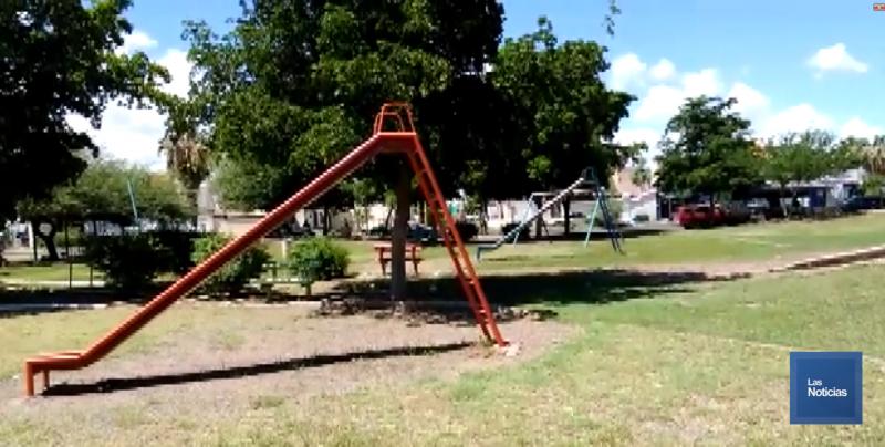 Vecinos limpian parque de su colonia en Cajeme