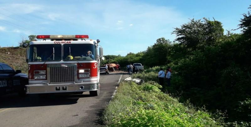 Muere joven tras impactarse con camión cargado de ladrillos