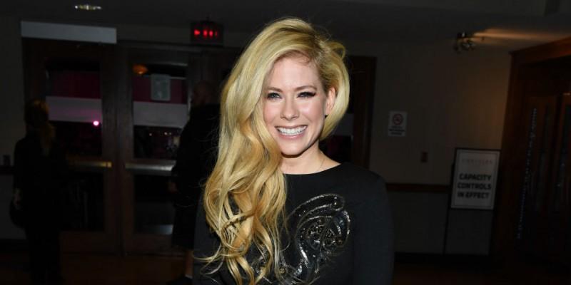 Avril Lavigne publica conmovedora carta a sus fans