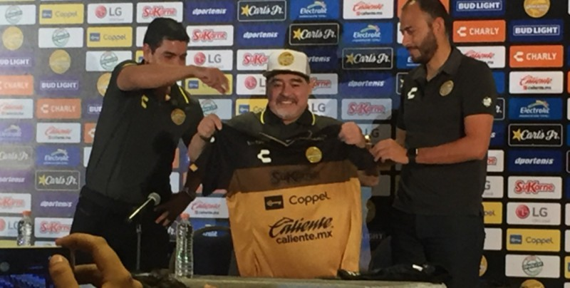 """""""Yo le vengo a dar la mano a Dorados y Dorados me la da a mi"""": Maradona"""