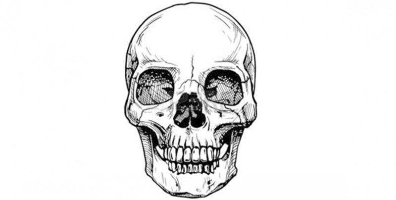 #Foto Tatuador se corta la nariz y las orejas para parecer una calavera