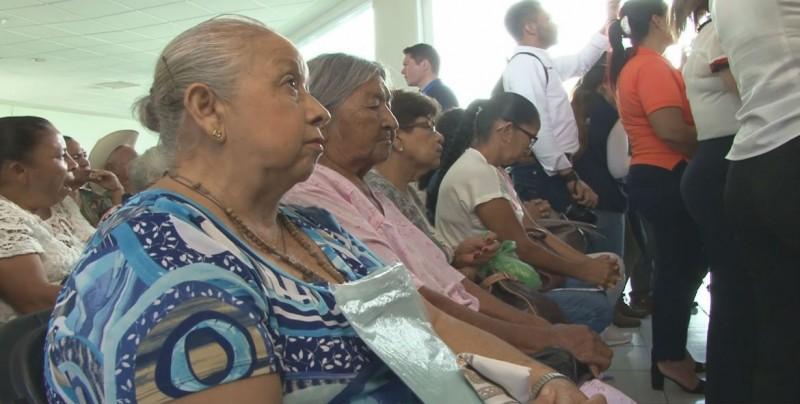 Entrega el DIF Sinaloa mil 200 aparatos auditivos para adultos mayores