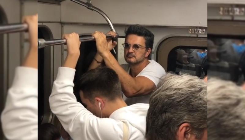 Nadie reconoció a Ricardo Arjona en el metro