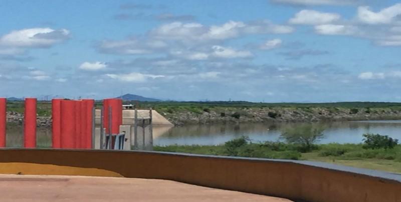 Quejas permanentes de usuarios por fallas en agua potable y baja presión en la ciudad de Guamúchil