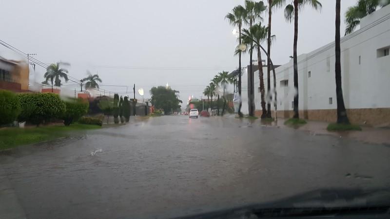 Intensa lluvia en Los Mochis