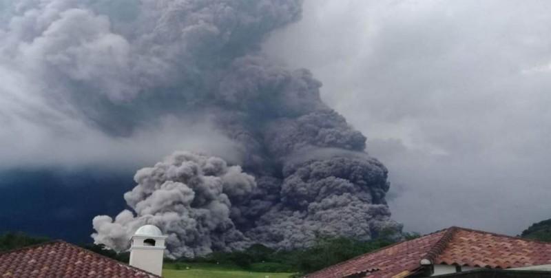 Volcán de Fuego de Guatemala registra hasta 9 explosiones por hora