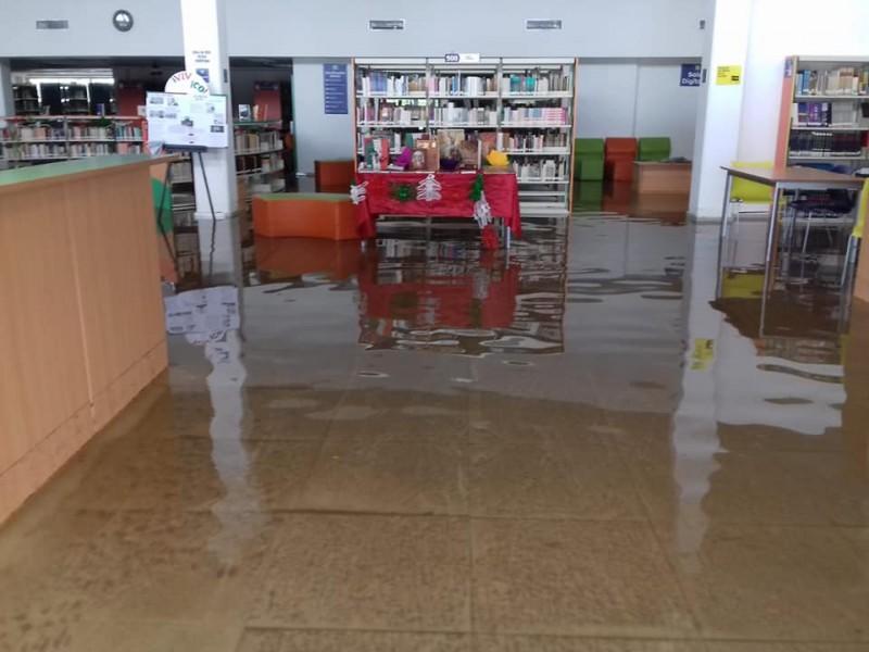 40 centímetros subió el agua en la biblioteca pública Morelos