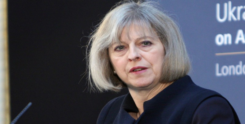 """May pide a la UE que """"evolucione"""" en su postura al presentar su plan """"brexit"""""""
