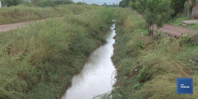 Limpios drenes y canales en Cajeme