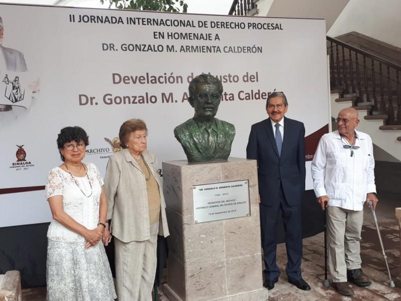 Develan busto del Dr. Gonzalo Armenta Calderón