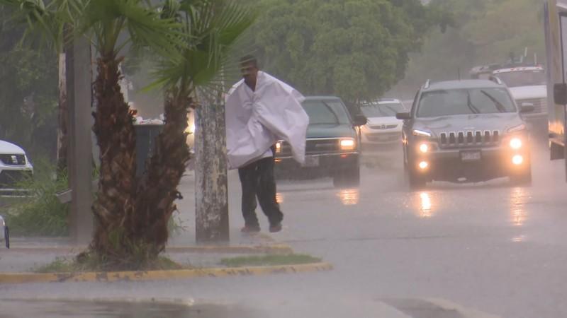 Confirman autoridades un muerto por lluvias en Mochis