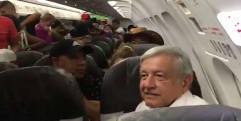 AMLO queda atrapado 5 horas en Aeropuerto de Huatulco por lluvias