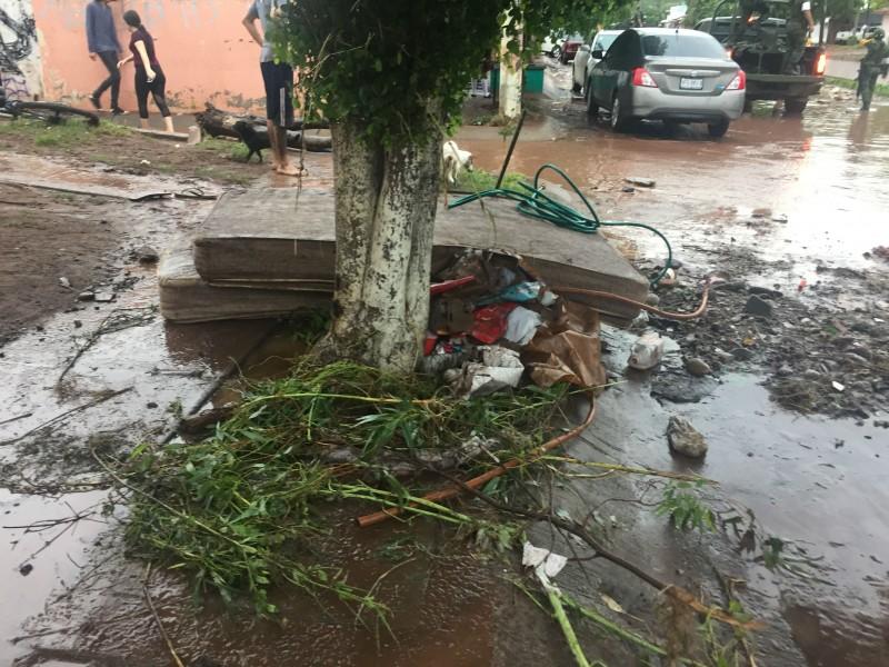 Afectados vecinos de Santa Fe, se mete agua a las casas