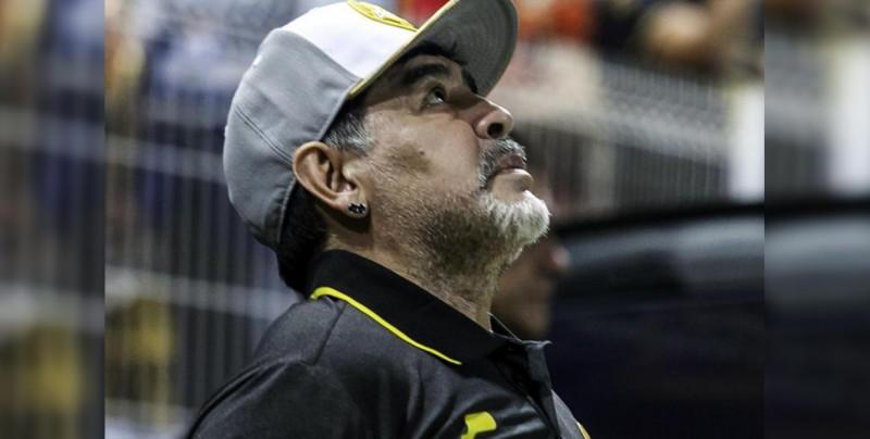 Maradona se suma al apoyo para los damnificados, cambiará balones autografiados por víveres