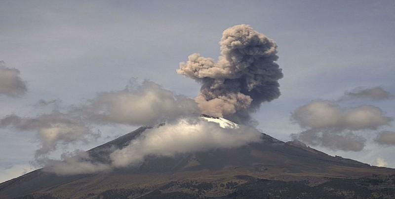 El Popocatépetl registra dos explosiones