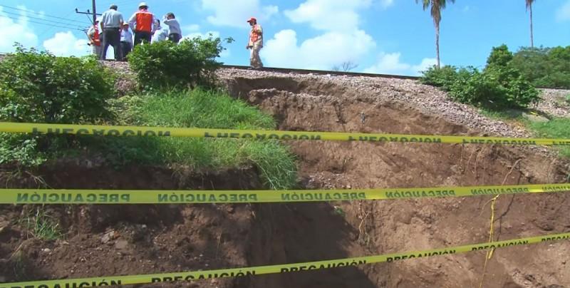 JAPAC trabaja en la reparación de colector de aguas negras colapsado