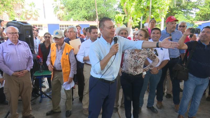 Recorre gobernador y funcionarios federales zonas de desastre en El Fuerte
