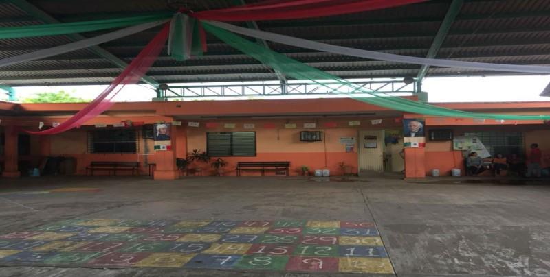 Padres de familia protestan por las condiciones de la Eustaquio Buelna