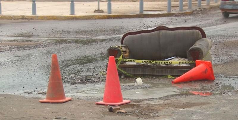 Brotan aguas negras por alcantarilla ubicada en Bulevar Ganaderos