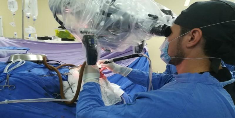 Retiran tumor cerebral a una mujer con aspirador ultrasónico