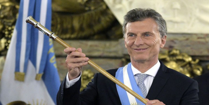 """Gobierno de Macri asume que Argentina estará en recesión """"durante un tiempo"""""""