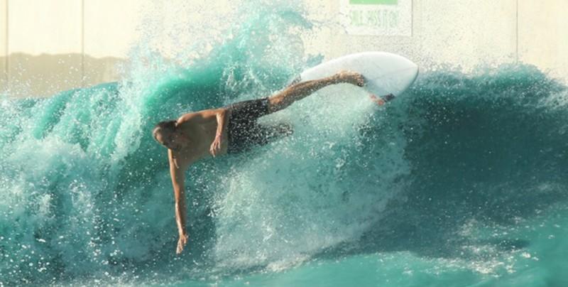 Joven hace surf y fallece por la 'ameba come cerebros'
