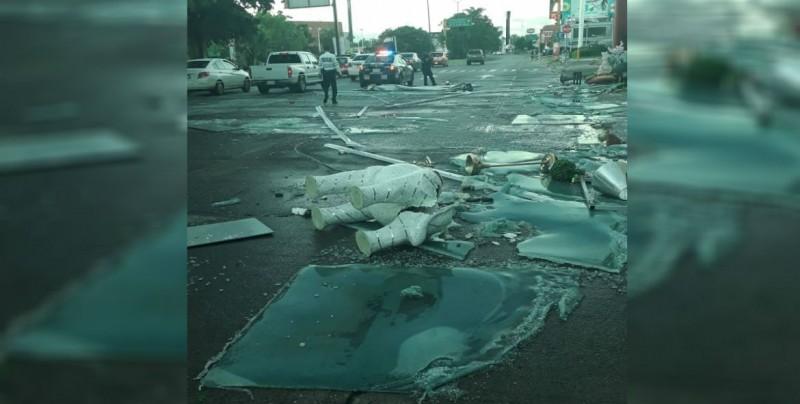 Lluvia y viento provocan daños en Culiacán