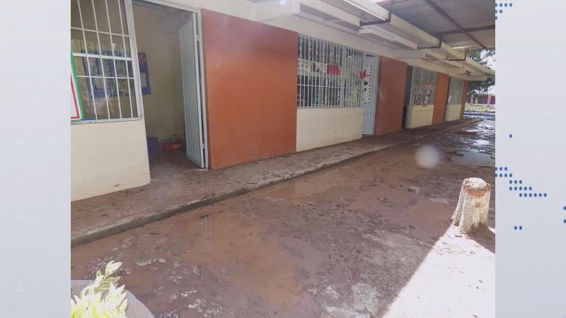 Quedan por rehabilitar 53 escuelas afectadas por inundaciones
