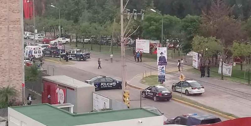 Se desata balacera frente a la Ibero en Puebla