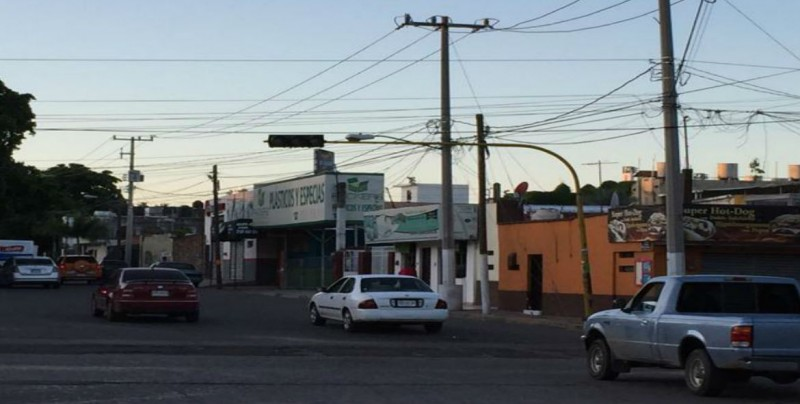 No sirve luz verde semáforo por Aldama y Leyva Solano