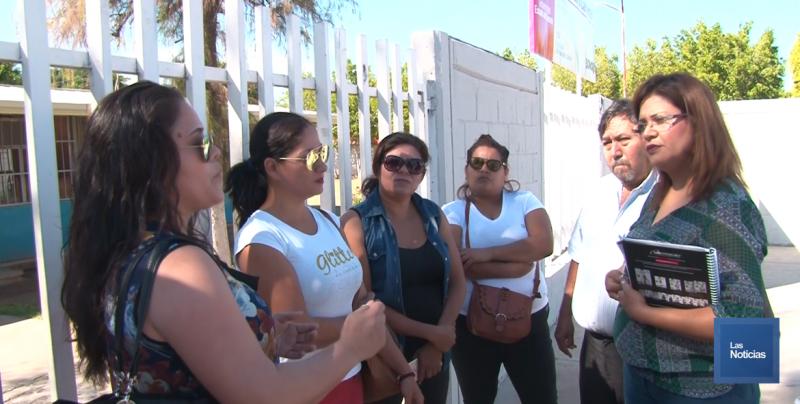 Padres de familia no dejaron entrar a la escuela a su Directora en Obregón