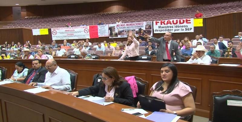 Se enfrascan en un pleito Diputada Himelda Félix con el Presidente de la mesa directiva Marco César Almaral