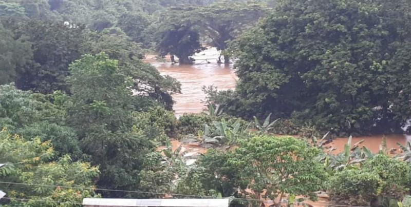 Suman 12 muertos por lluvias en Oaxaca; se desbordan tres ríos