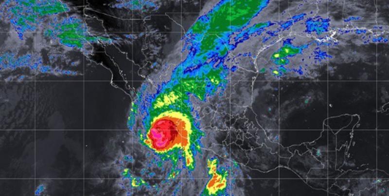 Willa baja su intensidad e impactaría Sinaloa en categoría 3