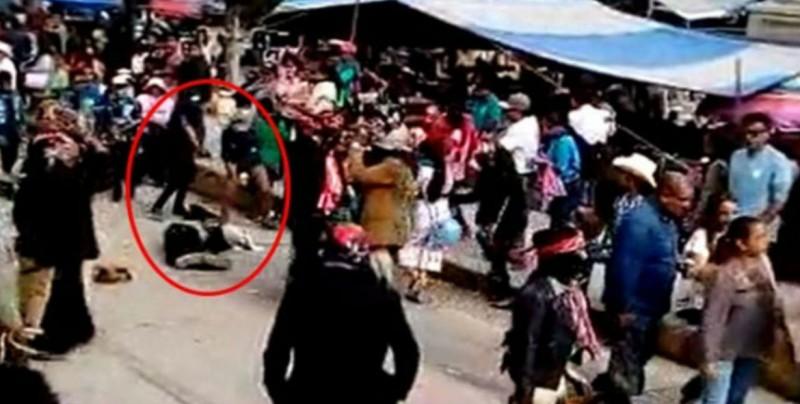 #Video Matan a danzante durante desfile en Oaxaca