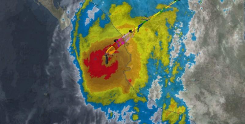 Huracán Willa se acerca a costa mexicana y Vicente pasa a depresión tropical