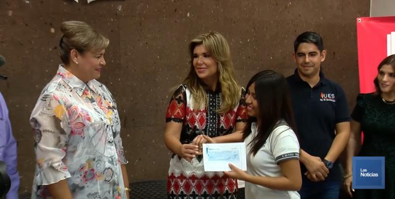 En Sonora, estudiantes con discapacidad auditiva, recibieron apoyos