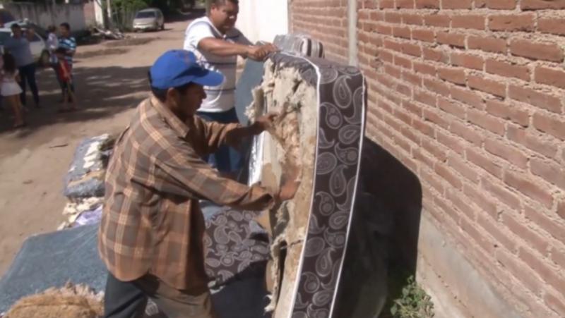 Vinculan a proceso a funcionario que compró colchones reciclados