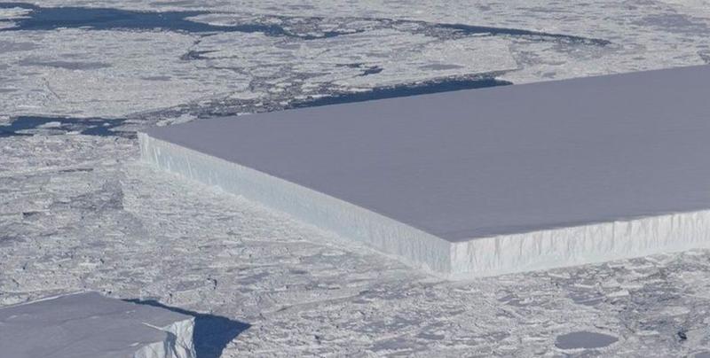 NASA fotografía un iceberg perfectamente rectangular