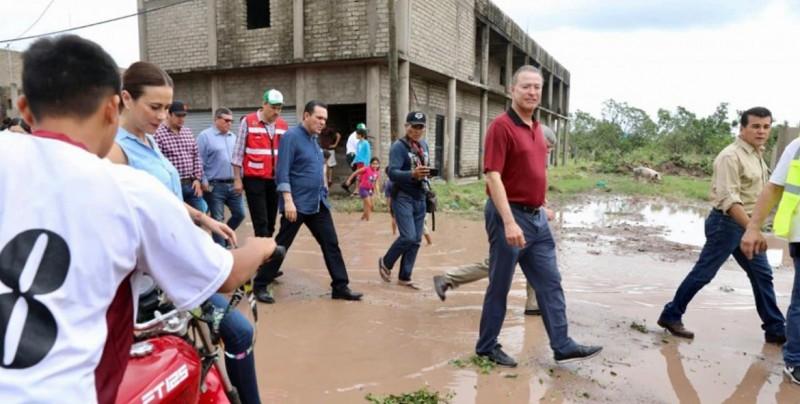 Supervisa Quirino zona devastada de Escuinapa