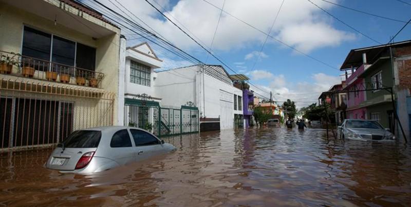 El huracán Willa se adentra en México tras impactar la costa del Pacífico